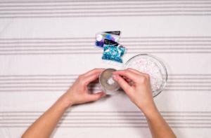 Fill ornament with confetti